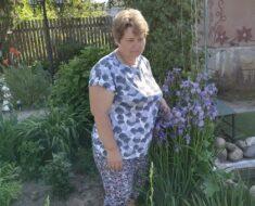 """31 мая Корсаковский Ск провел акцию ко Дню соседей """"Сделаем нашу деревню красивой """"-посадка цветов."""