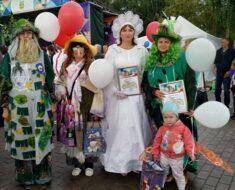 """13 июля коллектив """"Хорошее настроение"""" принял участие в параде театральных костюмов на Дне города Жукова, где занял призовые места с 1 по 3."""
